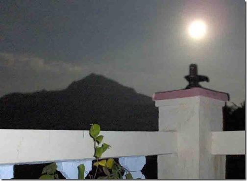 arunachala moonrise