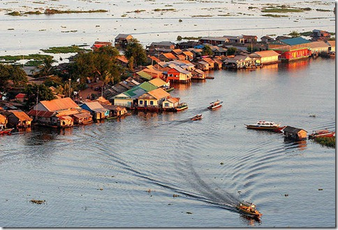 800px-Water_Dwelling_Tonle_Sap_Cambodia wkikmedia commons