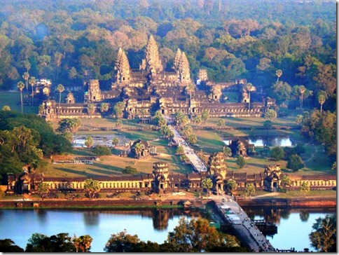 Angkor-Wat-in-Cambodia_Overview-of-Angkor-Wat)Best_Tourism dot com